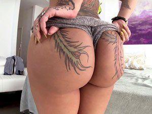 Tatuada Bunduda Bella Bellz Exibindo Bundão HD