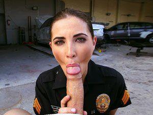 Policial Molly Jane Pagando Boquete No Criminoso