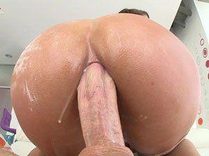 Sexo anal com novinha Abella Danger