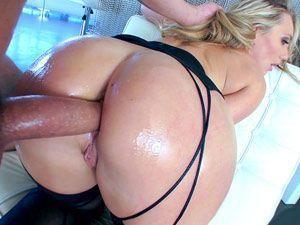 Loira bunduda AJ Applegate em sexo anal HD