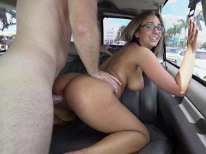Layla London em porno grátis na van