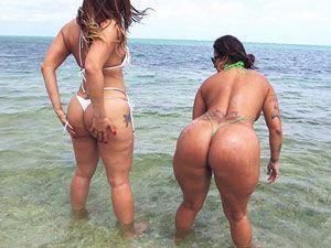 Duas bundudas na praia Spicy J e Miss Raquel