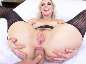 Coroa gostosa bunduda em sexo anal HD