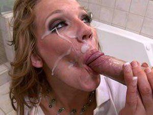 Nikki Sexx dando cu e levando gozada na boca