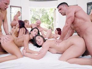 Gangbang com 10 atrizes pornô gostosas