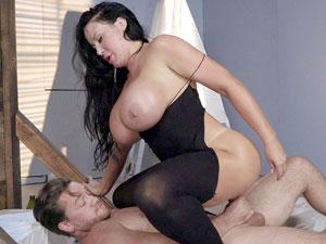 Brasileira super gostosa Sybil Stallone fazendo anal