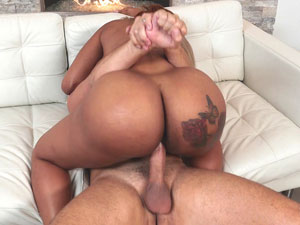 Rabuda gostosa Moriah Mills em sexo HD