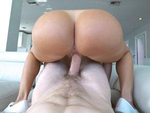 Julianna Vega nua fodendo em pose sensual