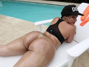 Destiny Dane bunduda cavala em video de sexo