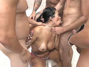Alessandra Marques gosta de chupar na suruba