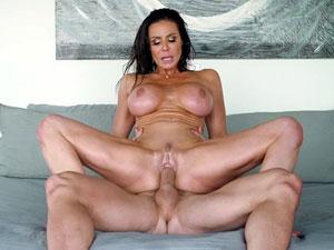 Kendra Lust a coroa mais safada dos filmes porno
