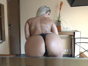 Katharine Madrid pelada exibindo seu corpo