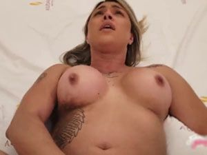 Brasileira gozando em sexo anal