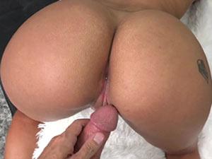 Mulata pelada dando sua xota rosinha