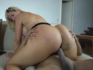 Sexo com loira gordinha