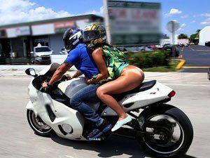 Sophia Steele De Vestido Sem Calcinha Andando De Moto Em Miami